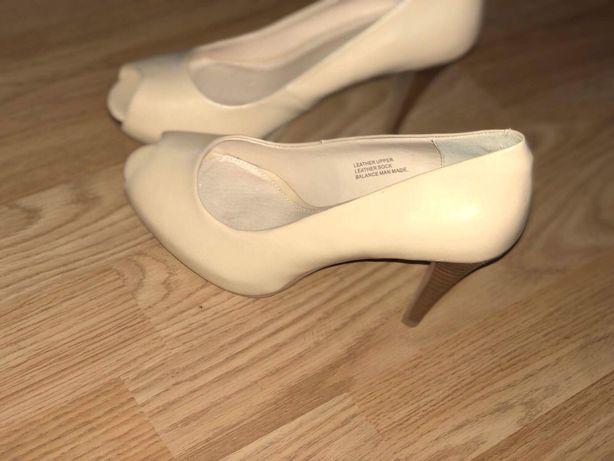 "Pantofi din piele ""Le Chateau"""