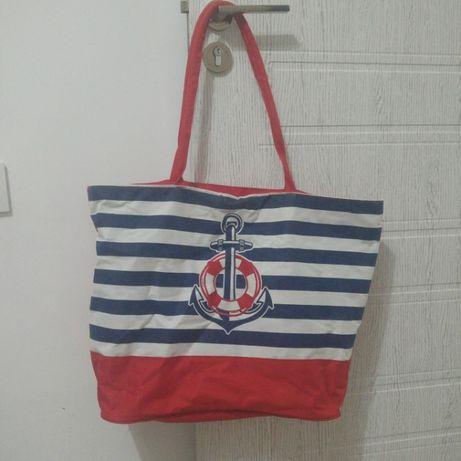 Червена плажна чанта