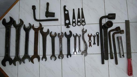 гаечни ключове, клещи, пила, строителна каска, метчици, кирка