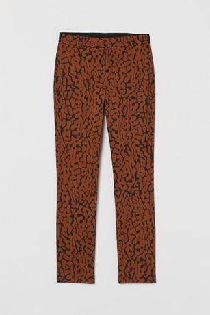 Pantaloni H&M, noi cu eticheta