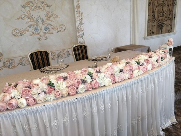 Aranjamente din flori artificiale/mătase, disponibile la închiriat