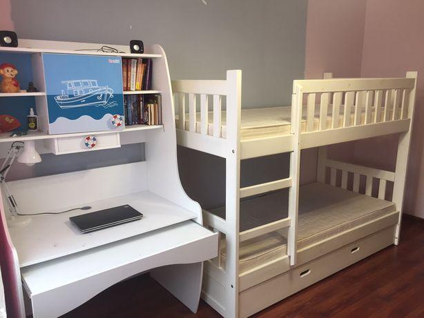 Продам 2-х ярусную кровать в подарок стол для школьников