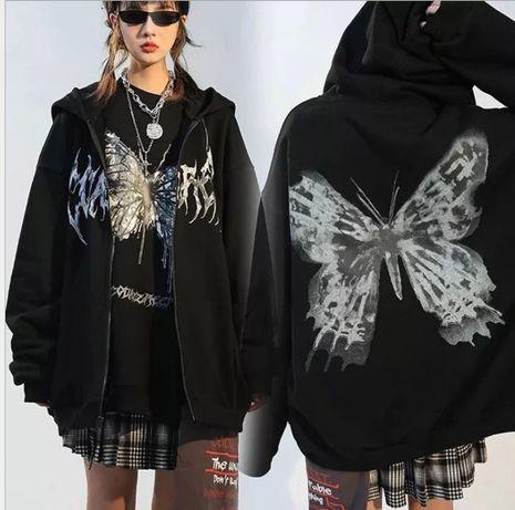 Оверсайз кардиган в уличном стиле с бабочкой