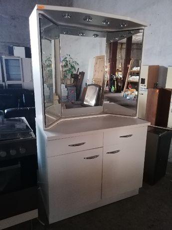 Шкаф за баня с огледало и осветление