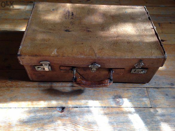 колекция старинни куфари
