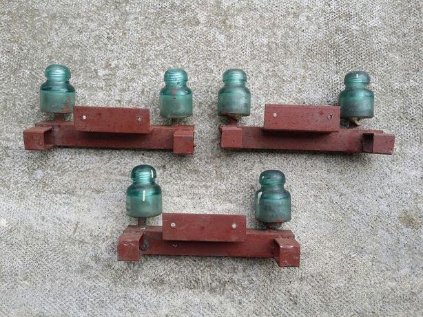 Izolatori din sticla/consola metalica pentru retele de joasa tensiune