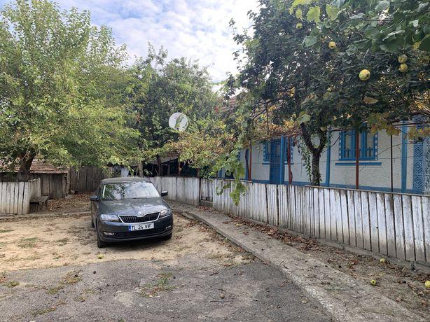 Casa plus teren 1800m2 in centrul Comunei Ostrov