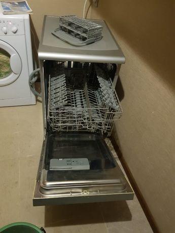 Продам посудомоющию машину
