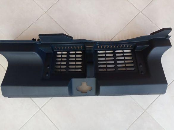 Продавам НОВ пластмасов заден капак защита за SEAT IBIZA 6J3863459B
