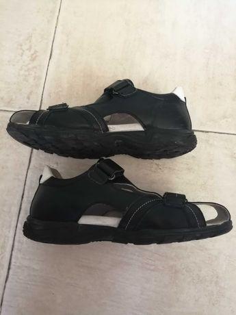 Продавам детски сандали на K&K