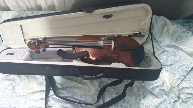 Скрипка 4/4 с мостиком R.Empire