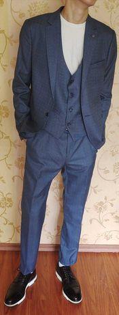 Качественный Турецкий костюм. Новый. Размер М