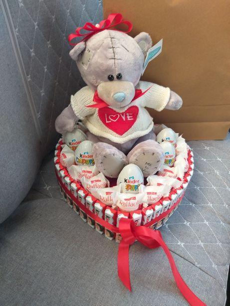 Подарки из киндеров и Рафаэлло. Доставка цветов и шаров Астана