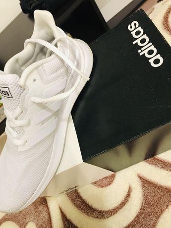 Женские оригинальные кроссвки фирмы adidas