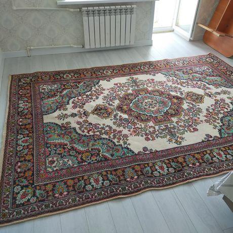 Продам ковры в отличном состоянии, за все 10000