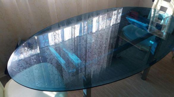Стъкленна маса .