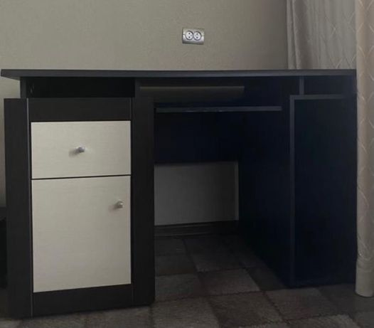 Продам компьютерный стол и шкаф