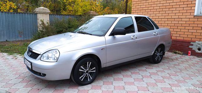 Приора седан 2012 года выпуска.