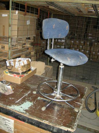 Въртящ стол за магазин