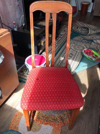 Продам стул, коврики и чехлы для дивана и кресел