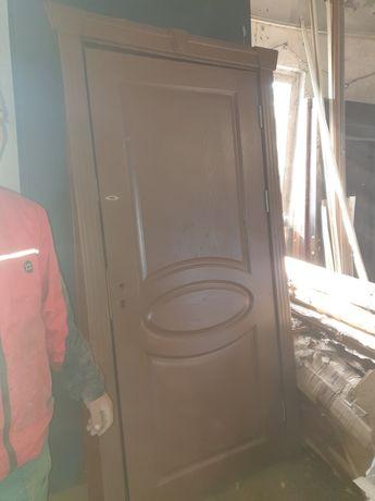 Блиндирани входна врата