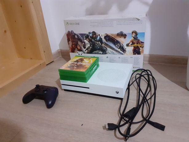 Xbox one s  cu 4 jocuri 1TB memorie