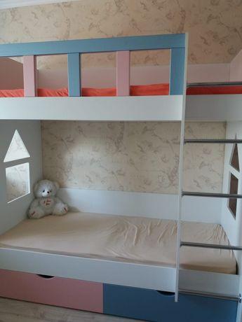 Продам двухъярусную детскую кровать в отличном состоянии, длина 180см.