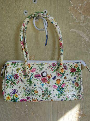 Женские сумки Petek.