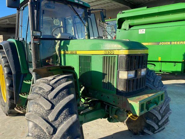 Tractor John Deere 6810