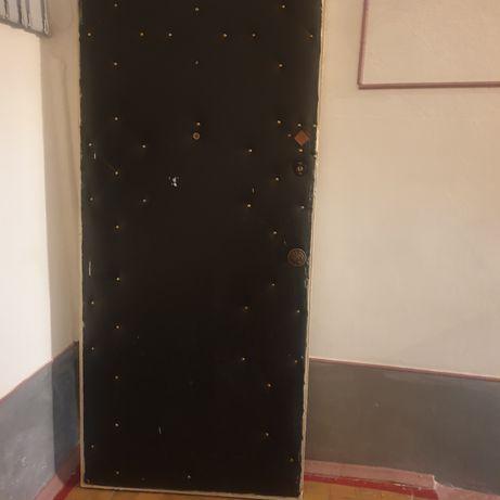 дверь  деревянная входная из вагонки