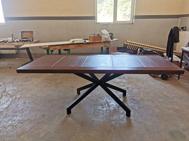 Masa din lemn moderna