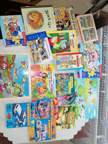 Cărți și puzzle de vânzare
