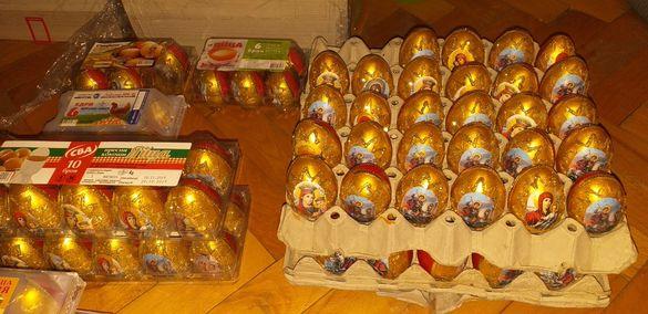 Украсени дървени яйца.