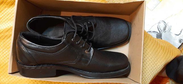 Vând pantofi bar