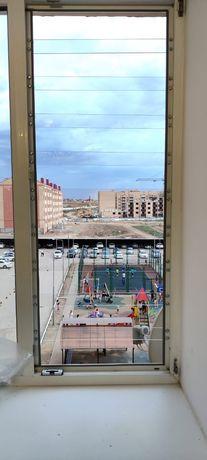 Установка решёток на окна из поликарбоната