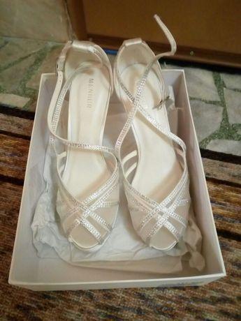 Чисто нови страхотни дамски обувки