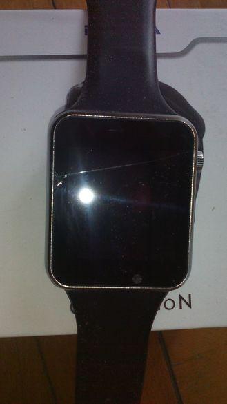 Смарт часовник със счупен дисплей