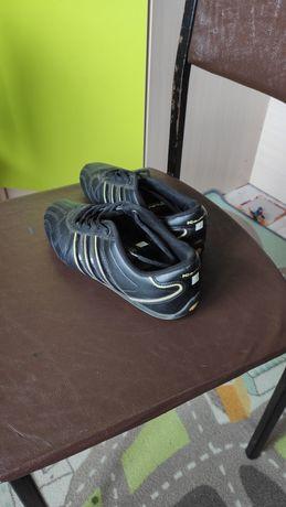 Продаю женские кроссовки