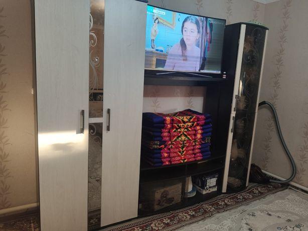 Шкаф с подставкой под телевизор