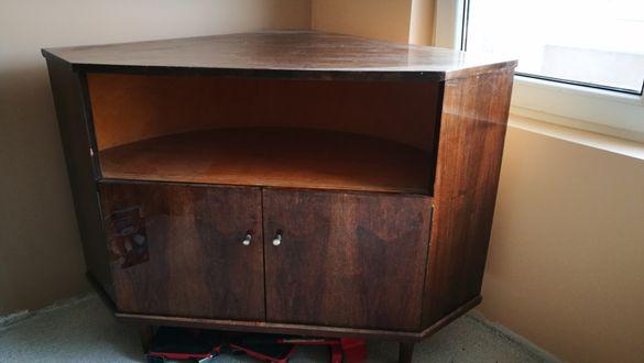 Ретро ъглов шкаф