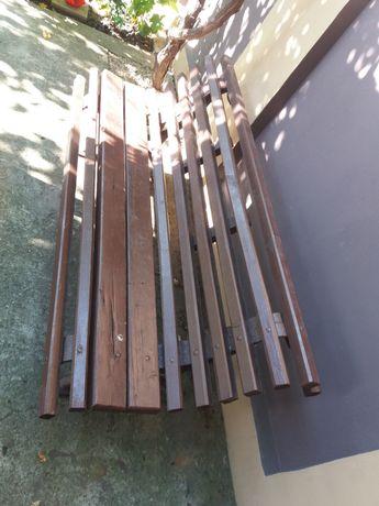 Banca din lemn cu picioare de fier
