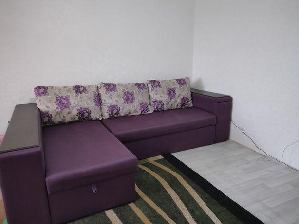 продается диван угловой