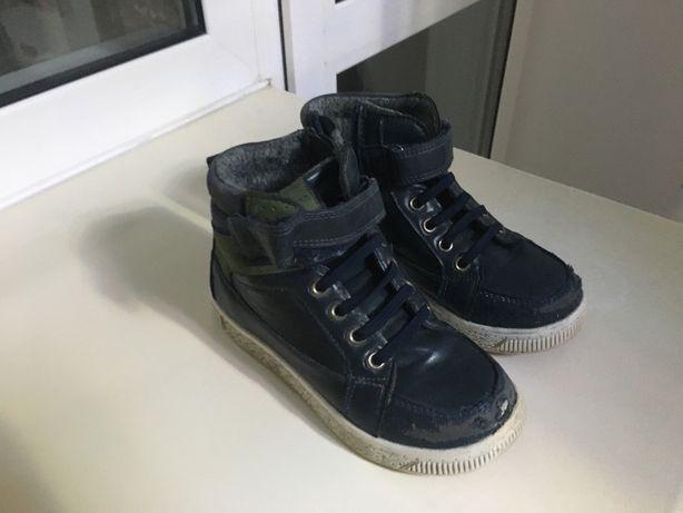 отдам демсиезонные ботинки и кроссовки