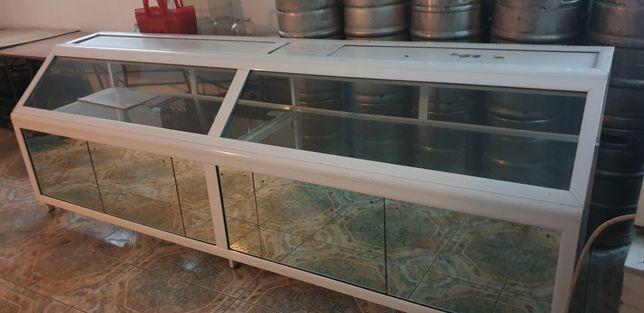 Vand doua vitrine din aluminiu cu oglinzi