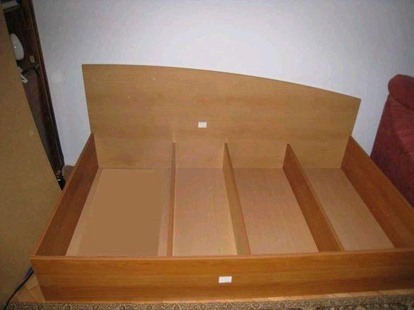 Легло персон и половина, приста с габаритни размери 195 х 120 см.