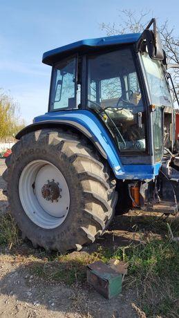 Dezmembrez tractor new holland 8670