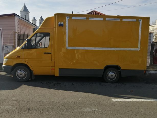 Fast food truck Mercedes
