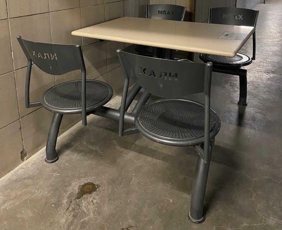 Маса с четири седящи места тип food court