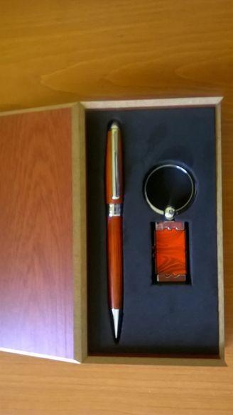 комплект химикалка и ключодържател в кутия - метал