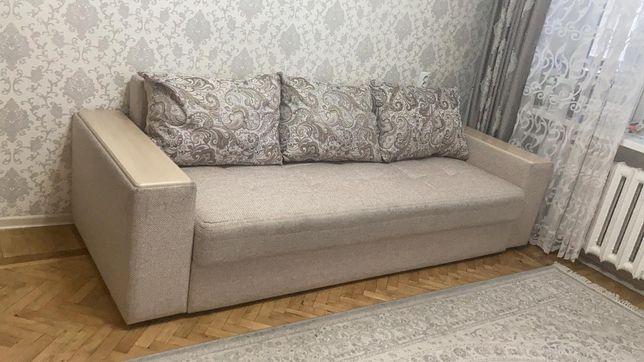 Продаётся диван с подушками